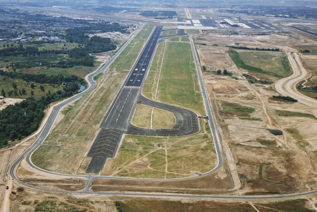 PISTE 18L-36R DE L'AÉROPORT INTERNATIONAL ADOLFO SUÁREZ MADRID - BARAJAS
